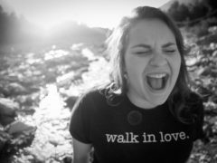 screaming-shouting-woman-lady-angry-playing-happy-funny-anger-walk-in-love-top-t-shirt-river-rocks-stream-nature-outdoors-outside-780x520